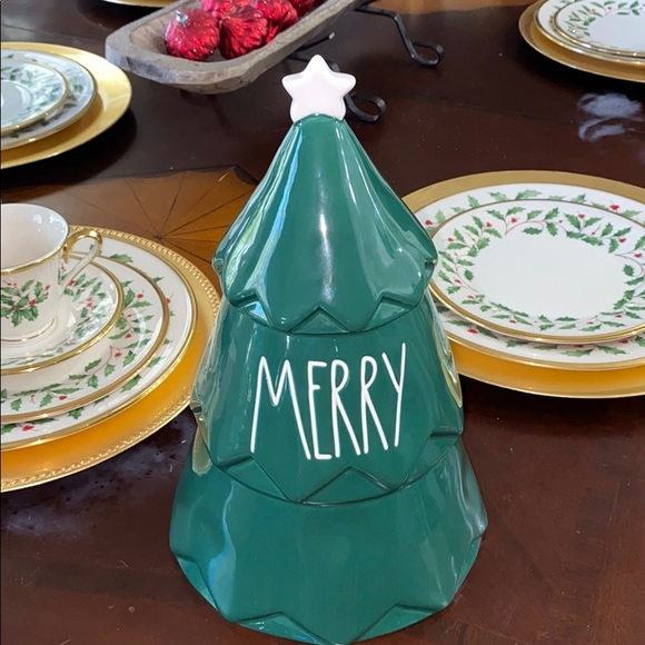 Green MERRY Christmas tree canister
